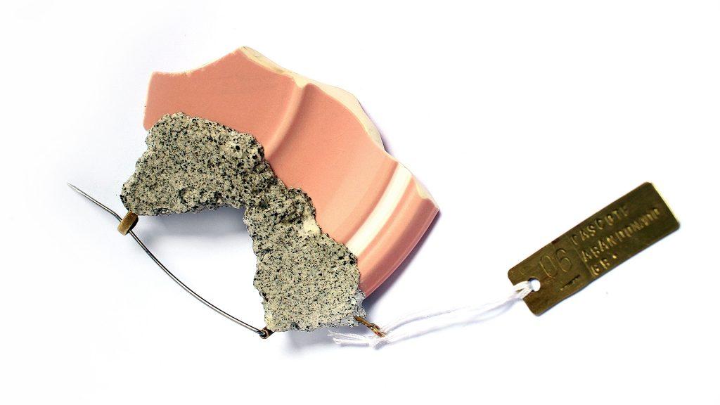 Broches creados a partir de vajilla rota