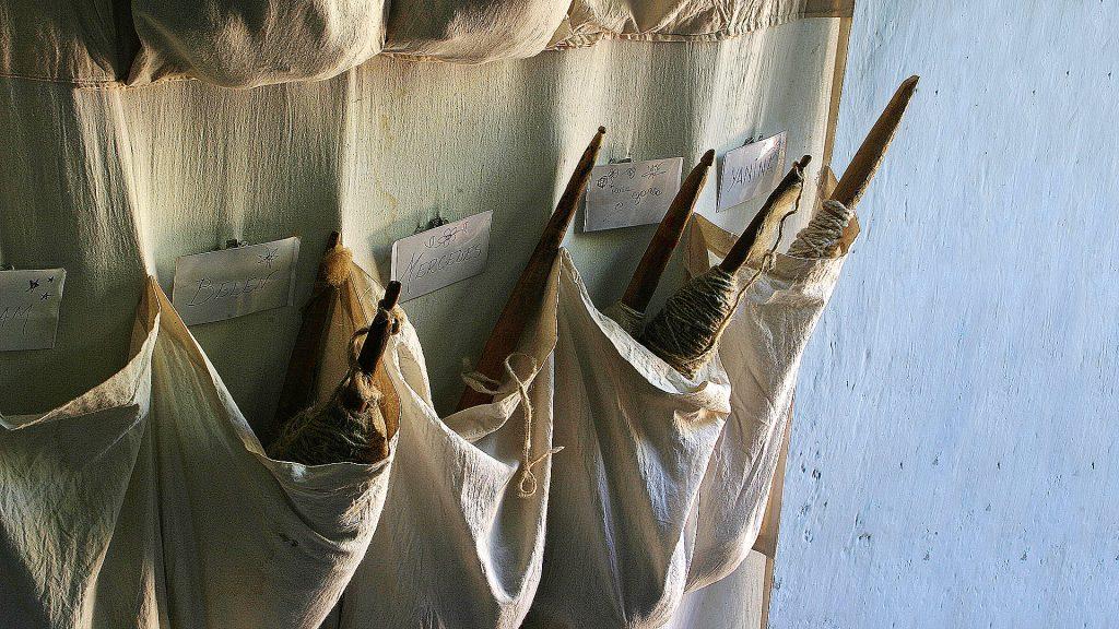 Cada familia se convierte en una pequeña organización textil