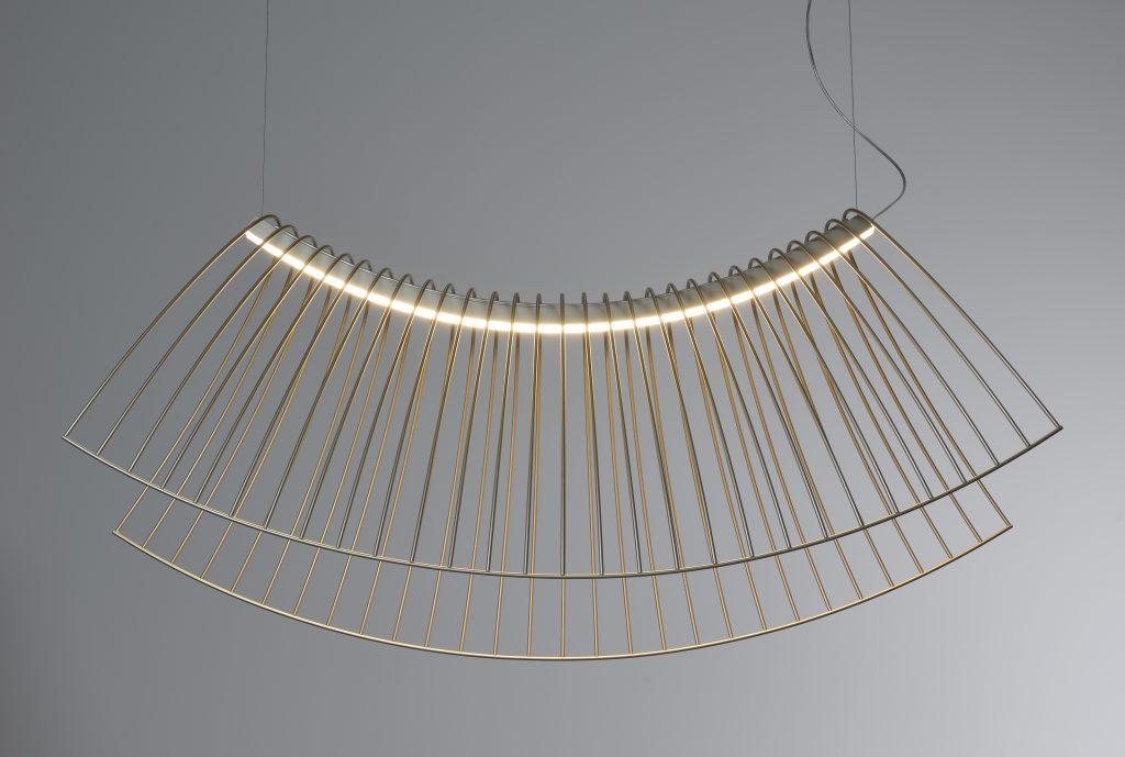 Parábola: una lámpara que queda levitando en el vacío. Diseñada por Cristián Mohahed para la marca francesa Roche Bobois