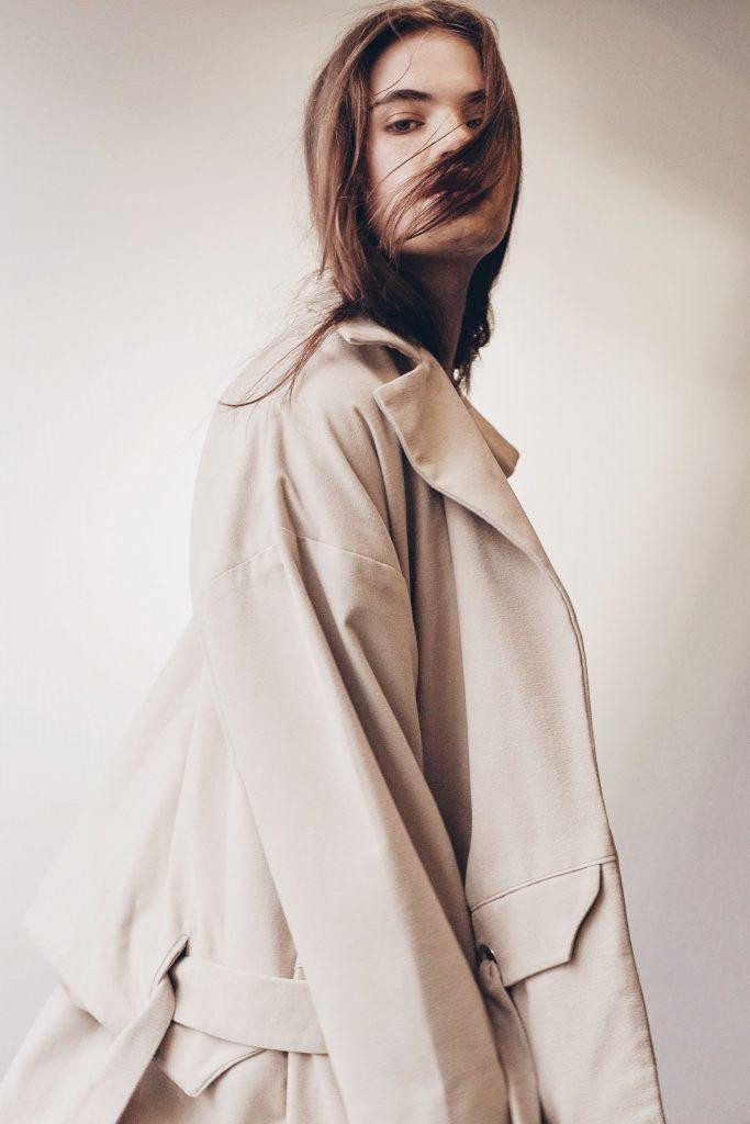 Tapado genderless diseñado por Eva Baroli.