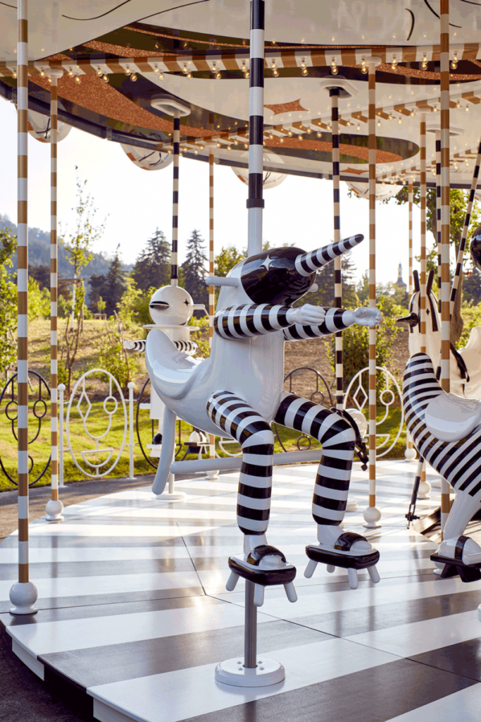Carousel: una instalación de Jaime Hayon para Swarovski