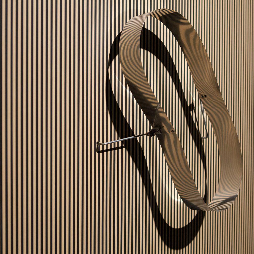 Julio Le Parc: círculo en contorsión sobre trama