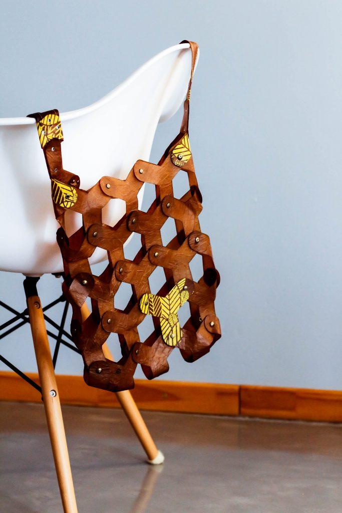 Silvio Tinello biofabrica objetos a partir de yerba mate y hongos
