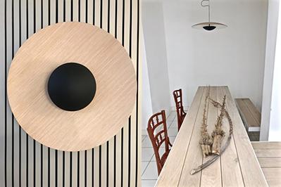 Tanto la mesa como la lámpara es creación del diseñador