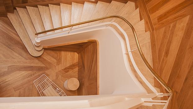 Escalera by Julio Oropel