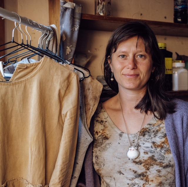 Ana Schvartzman se formó en eco print y arte textil