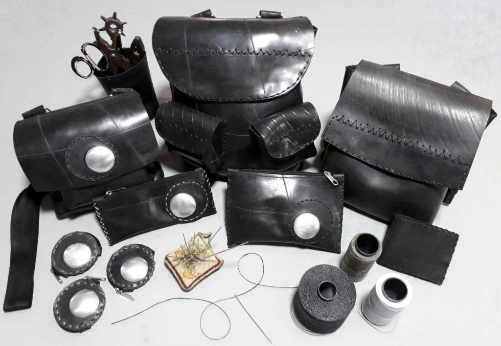 Muta, accesorios hechos con caucho