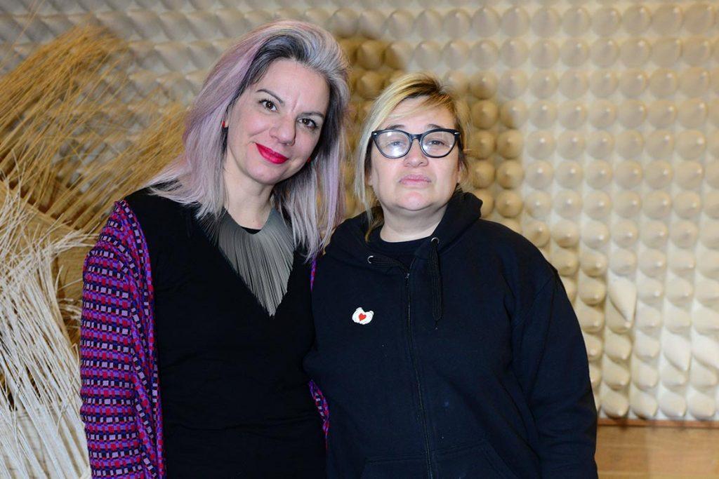 Bea Sauret, directora del Plan Nacional de Diseño del Ministerio de Producción y trabajo de la Nación junto a Vero Ivaldi, coordinadora de Moda de la Dirección general de Desarrollo productivo del Gobierno de la Ciudad de Buenos Aires.