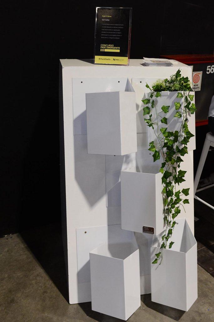 Módulos de acero reciclado para formar jardines verticales diseñados por Cari Calvo.