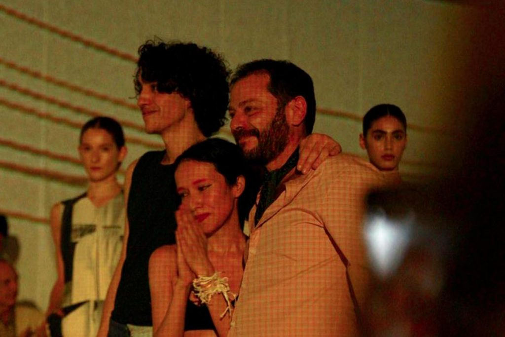 Martín Churba en el cierre del desfile de Tramando en DesignersBA.
