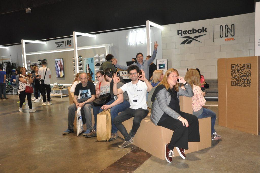 ¡A pura diversión! Muchos sacaron fotografías para compartir el ingenioso sitema ideado por A1 Pack.