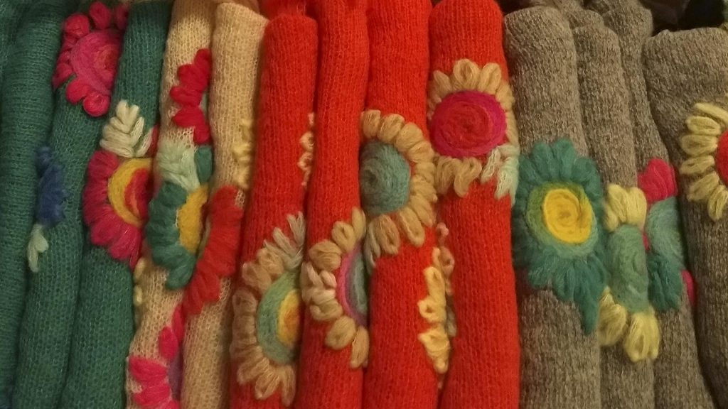 Detalles artesanales en la colección de Abriles de lana.