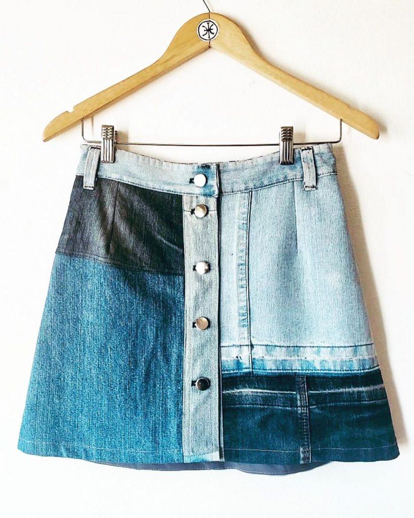 Una pollera hecha a partir de jeans en desuso