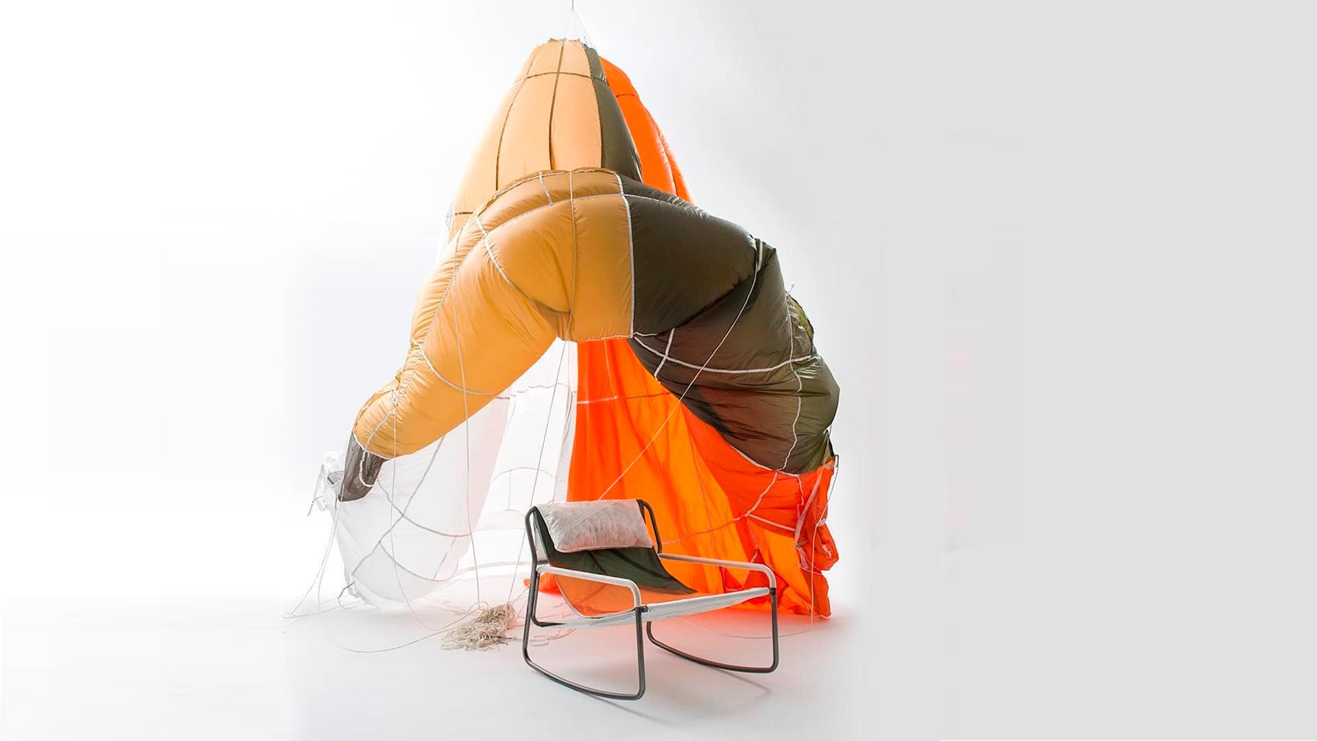 Layer Design y Raeburn se unieron para darle una segunda vida a los paracaídas militares