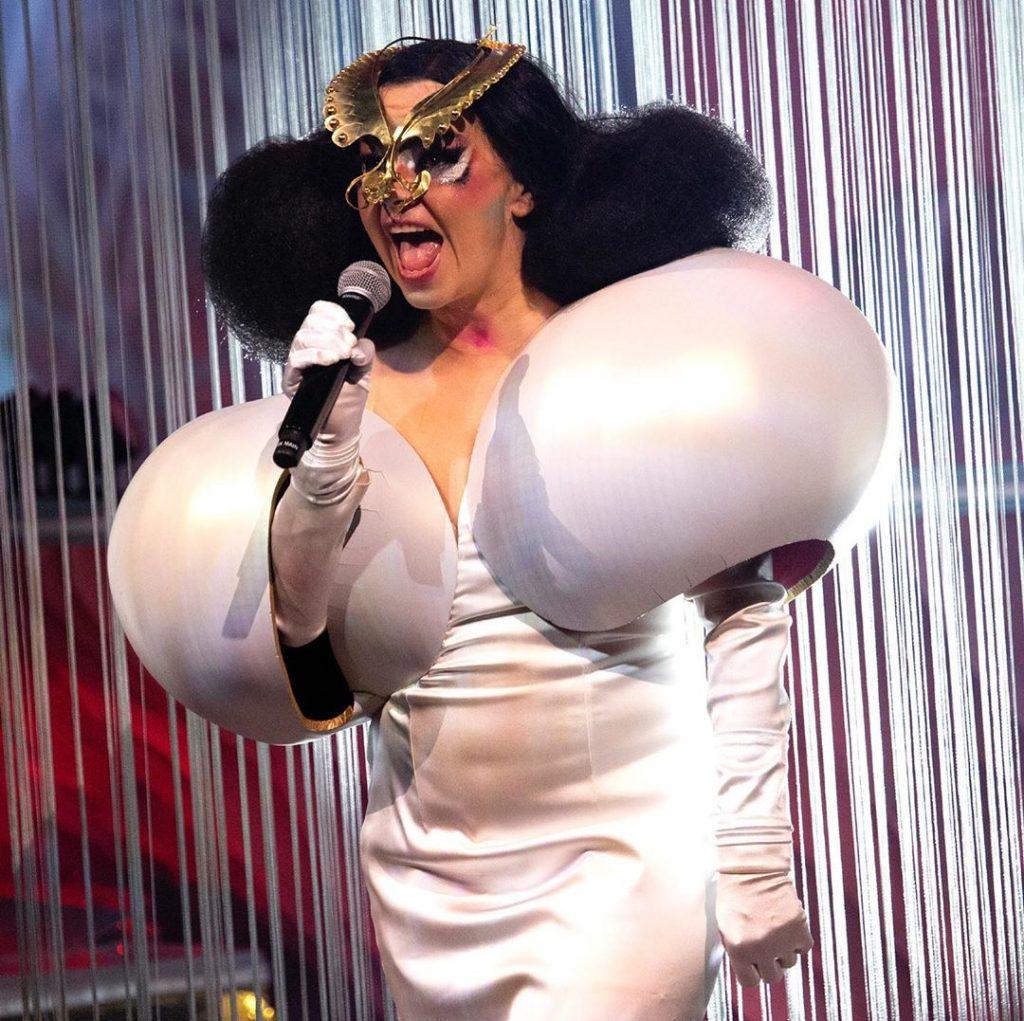 Balmain: una de las casas de moda que creó para Björk