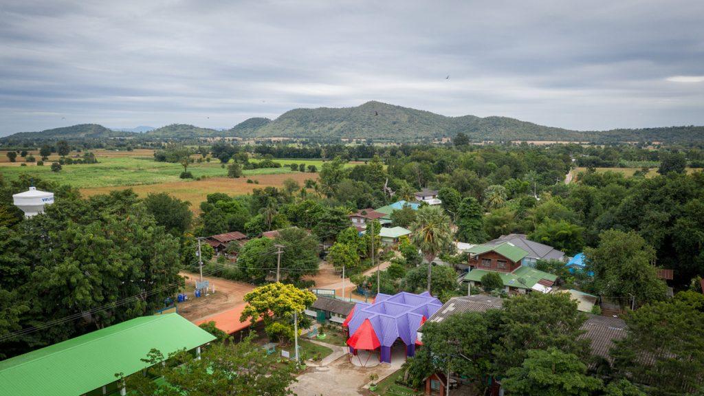 Vista abierta del espacio escuela abierto en Tailandia
