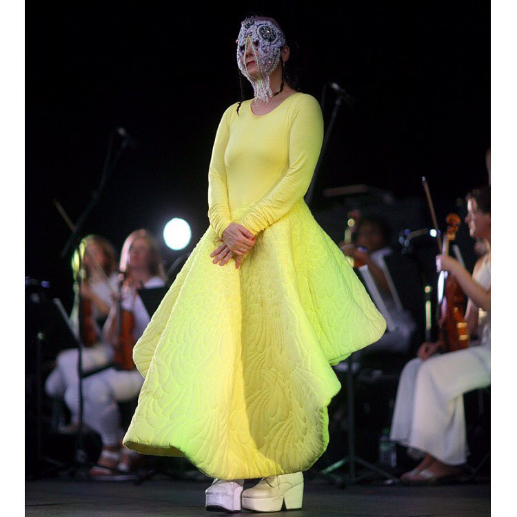 Daisy Collingridge: una de las diseñadoras que creó para Björk
