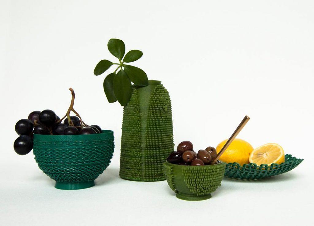 Muebles y objetos hechos con plástico reciclado. Second Nature