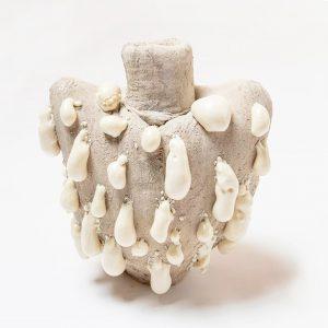 Materiales potencialmente tóxicos transformados en jarrones artísticos