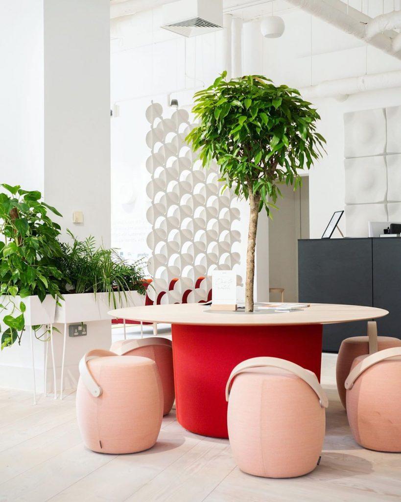 Muebles que integran plantas. Verde en el diseño de interiores