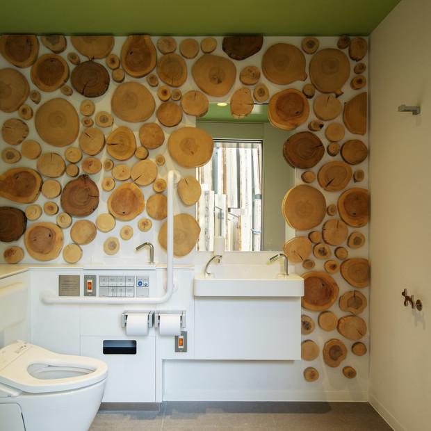 Amplio y funcional, así son los baños de Kengo Kuma en Tokio 2020.