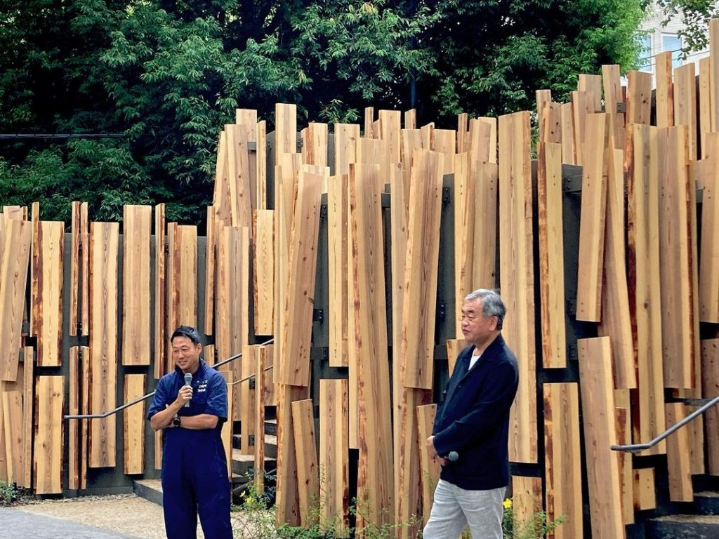 Kengo Kuma utilizó madera para diseñar los baños públicos de Tokio 2020.