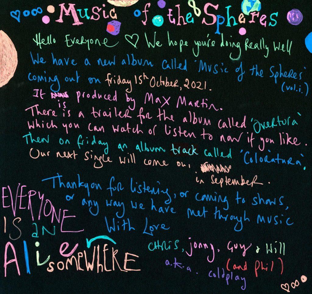 Coldplay apuesta a la tipografía cursiva, de puño y letra. Foto: gentileza Warner Music Argentina.