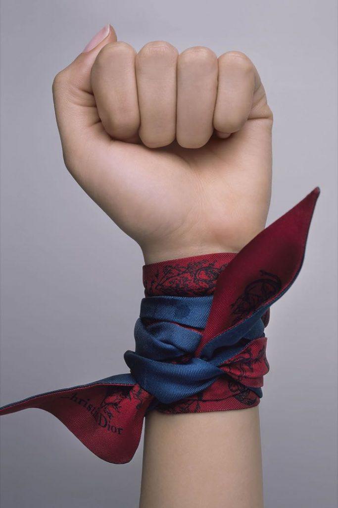 Los pañuelos de seda de Dior 2021 tienen el poder.