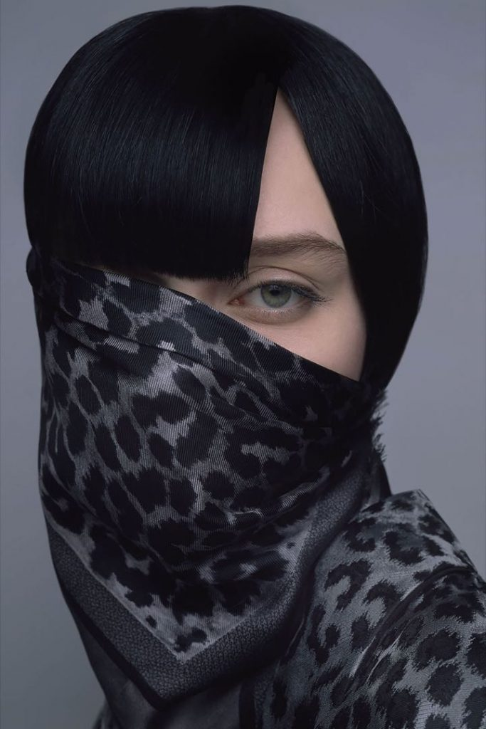 Una colección de pañuelos de seda Dior elegante y audaz.
