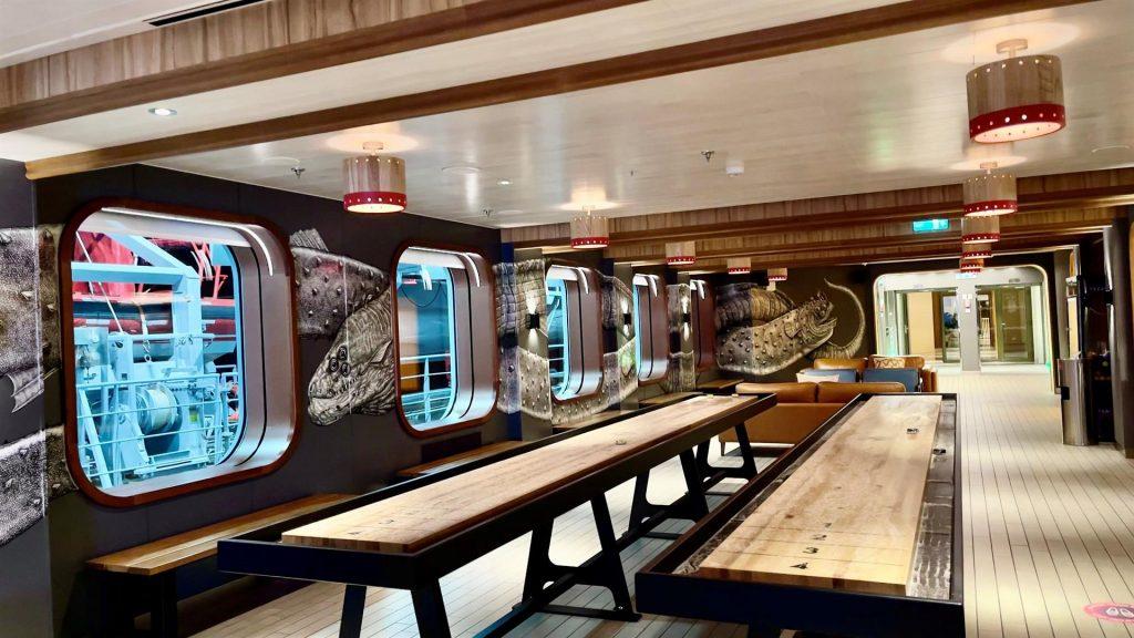 Una de las cinco piezas que Alexis Díazrealizó en el barco crucero Scalert Lady de Virgin Voyages. Foto: EFE/Alexis Díaz.