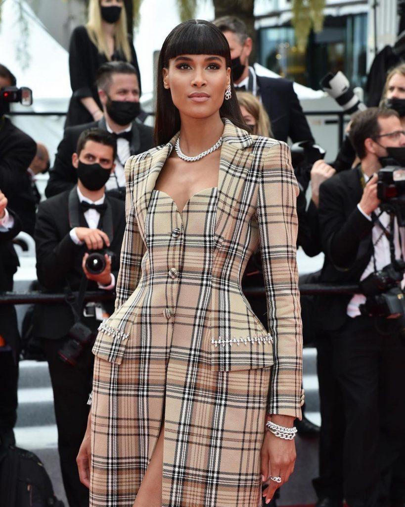 La modelo francesa Cindy Bruna con un diseño de Area.