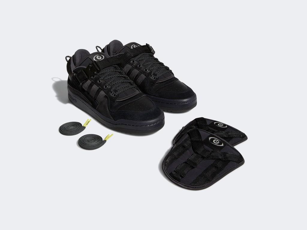 Las zapatillas de aidas originals junto con Bad Bunny.