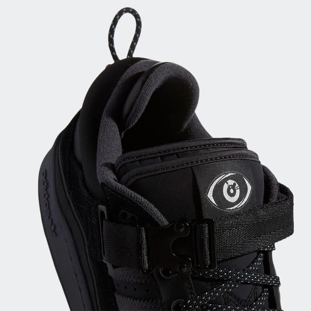 Las zapatillas adidas de Bad Bunny, en total black.