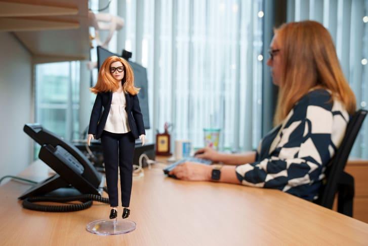 Sarah Gilbert expresó que su deseo es que su muñeca Barbie inspire a las niñas a dedicarse a carreras científicas.