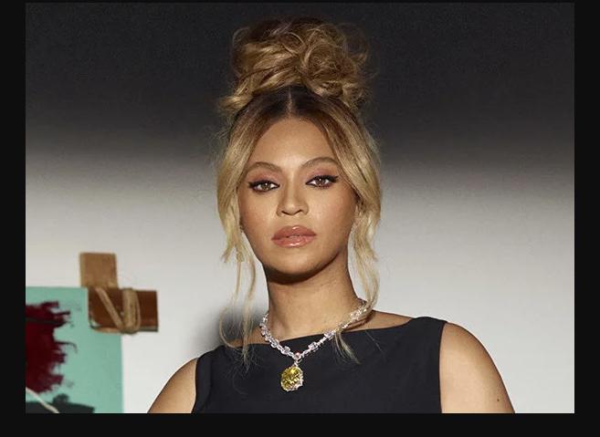 Beyoncé con el histórico Tiffany Diamond.