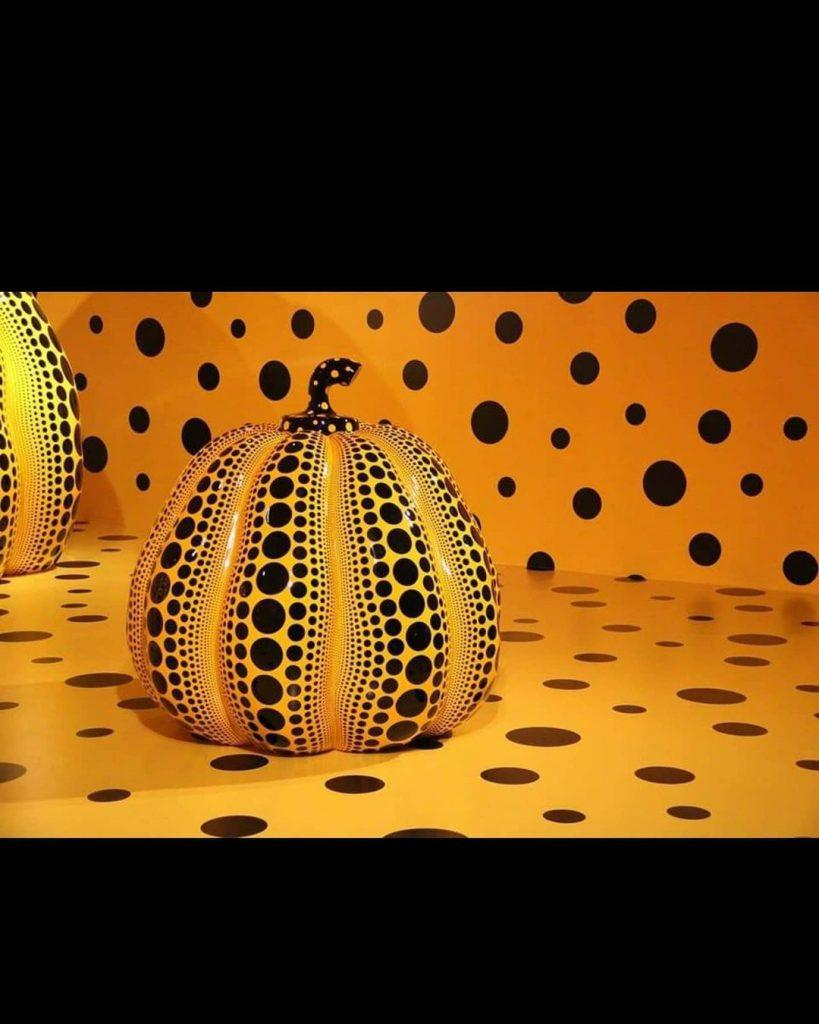Yayoi Kusama convirtió la escultura de Calabaza o Pumpkin en un símbolo de su obra de culto.