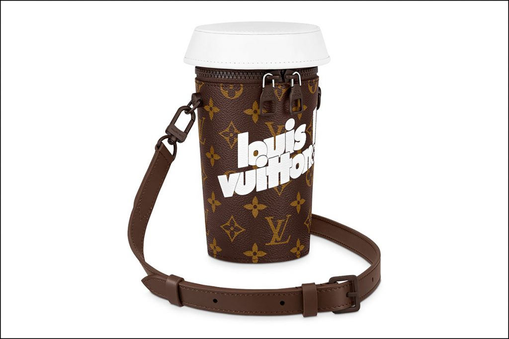 La mini cartera vaso de café, otra creación extravagante de Virgil Abloh, director creativo de Louis Vuitton.