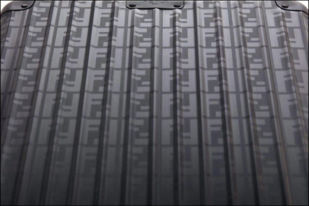 El logo de Fendi, presente en su nueva colección de valijas.