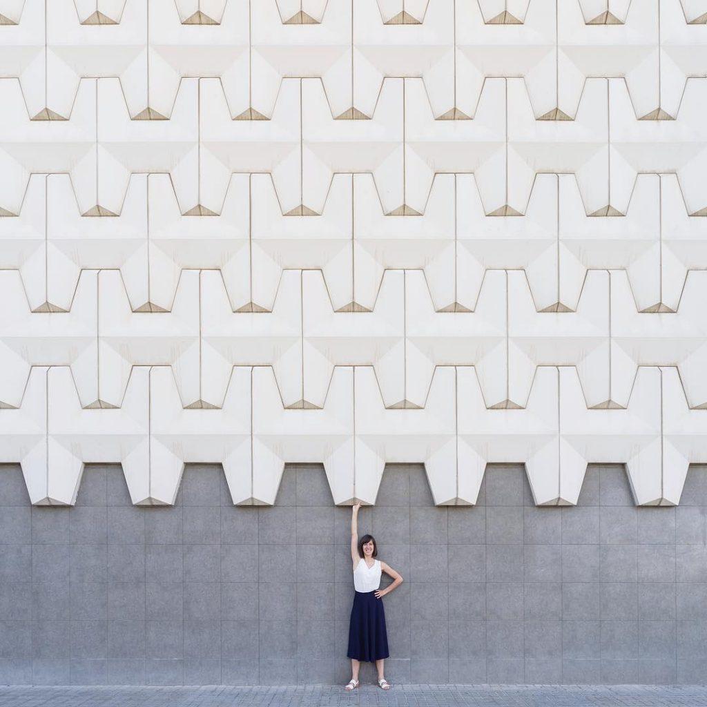 Las fotos de Devís y Rueda invitan a ver los edificios de una manera singular.