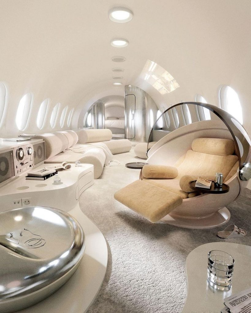 Interior de un jet privado es la última obra de Joe Mortell.
