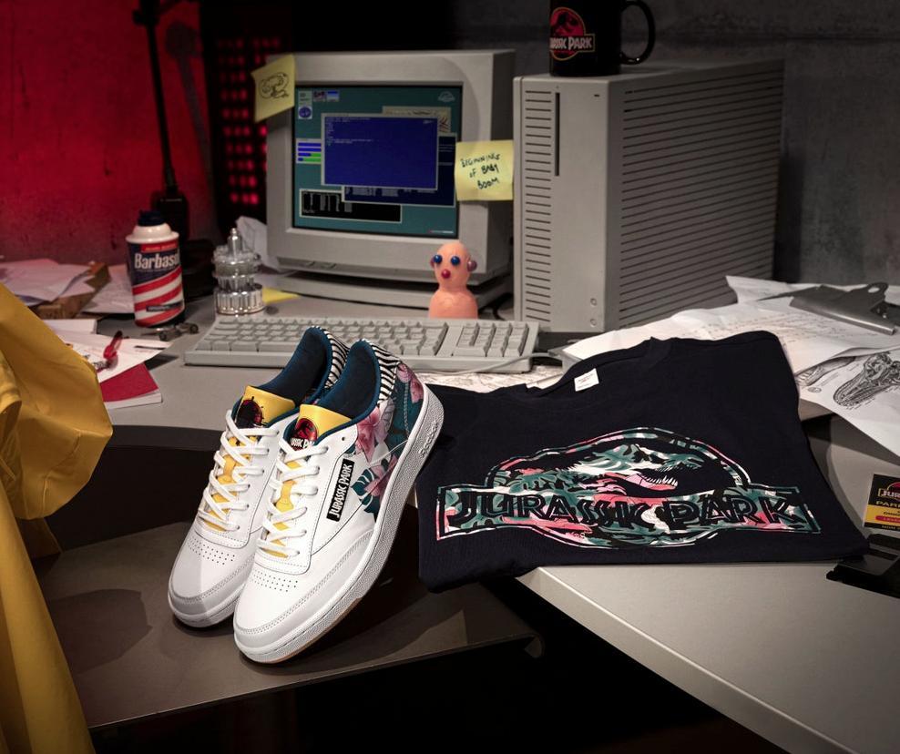 Las sneakers y prendas de la colección Reebok x Jurassic Park presentadas en escenografías de la película.
