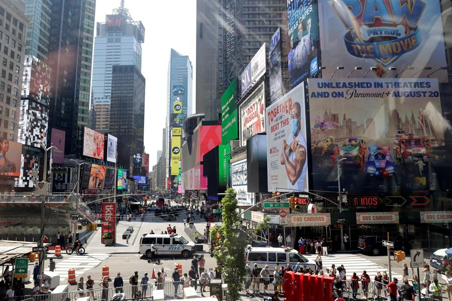 Postal de Times Square hoy, en Nueva York. Foto: EFE/Jason Szenes.
