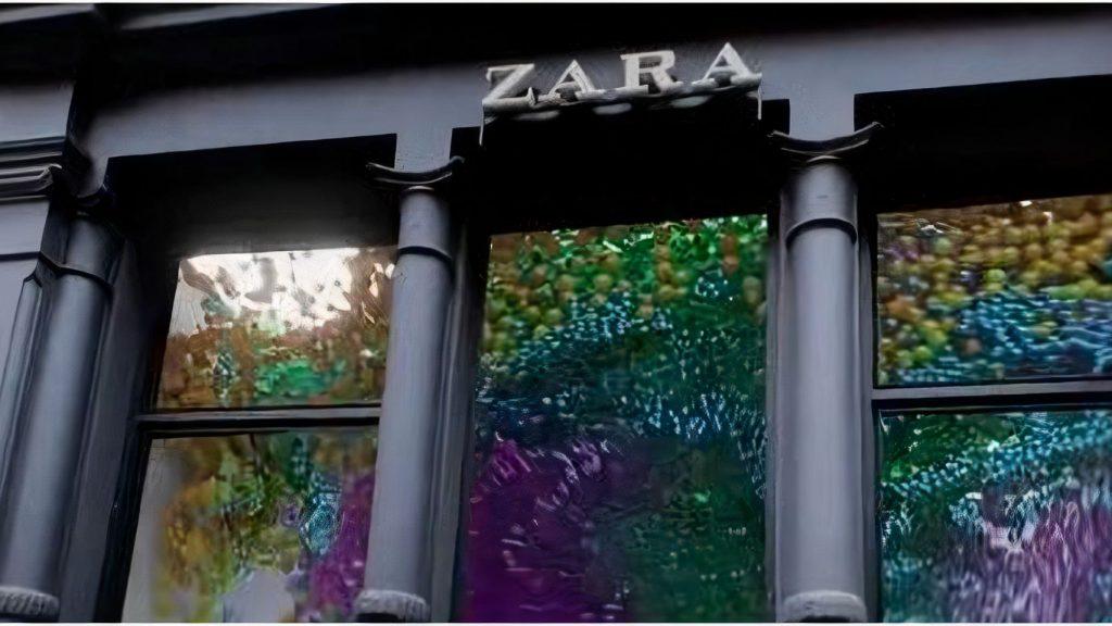 Todos los colores en la vidriera del local de Zara en el Soho de Nueva York.