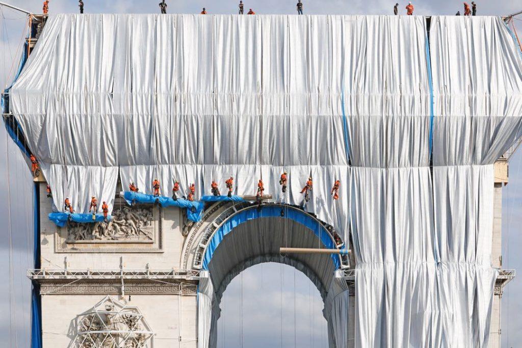 La obra en el Arco del Triunfo es un proyecto de Christo and Jeanne-Claude Foundation.