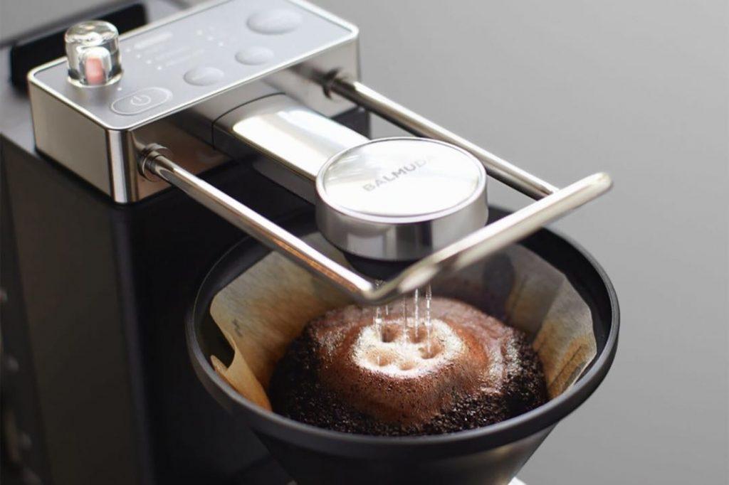 El sistema de goteo de la cafetera The Brew de Balmuda.