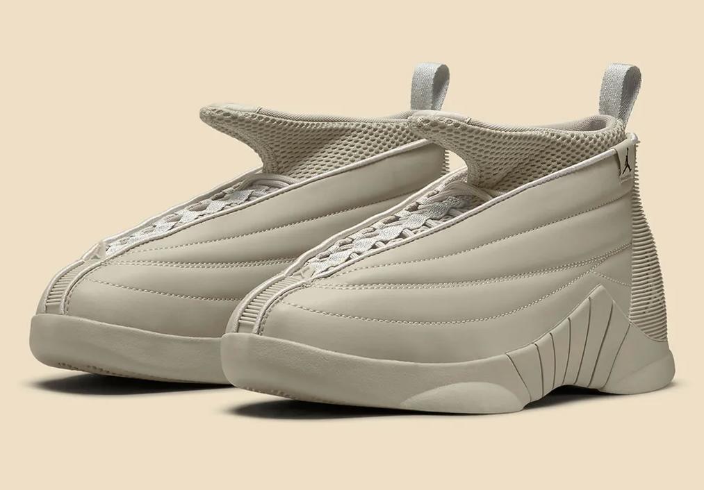 Las zapatillas Air Jordan 15 de Billie Eilish, en color gris.