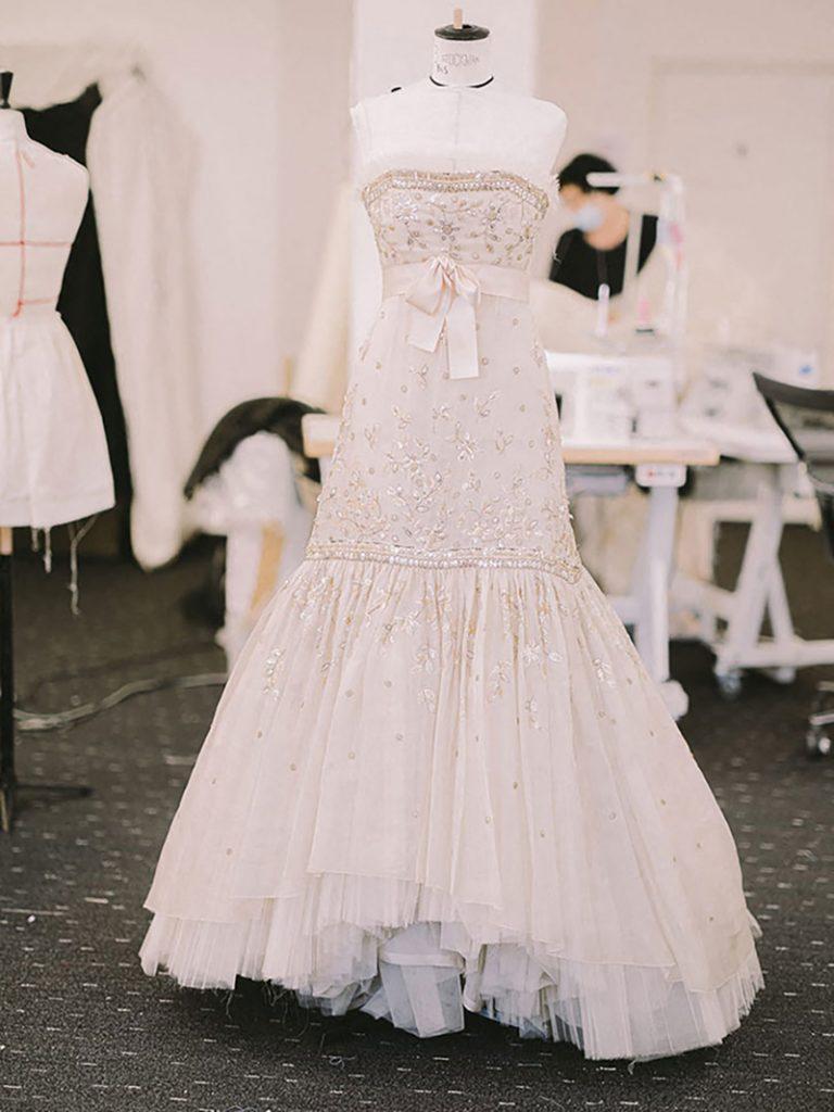 "El vestido de Chanel que luce Kristen Stewart en ""Spencer""."