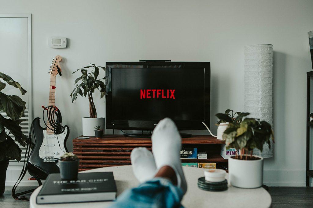 Compartir la contraseña de Netflix, una generosa costumbre que tendría sus riesgos...