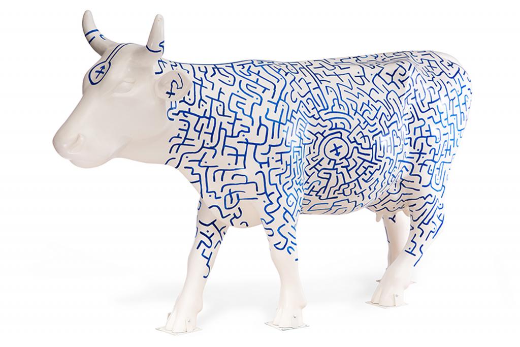 Cada artista interviene la escultura de una vaca.  Foto: Gustavo Campos/CowParade.