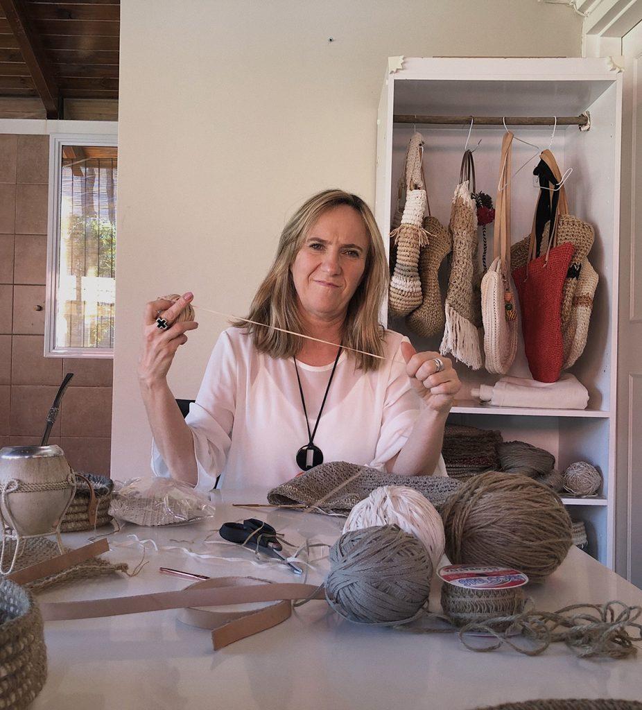 Inés Carena en su taller en Mendoza. Su p´róximo destino: llevar sus productos a todo el país.